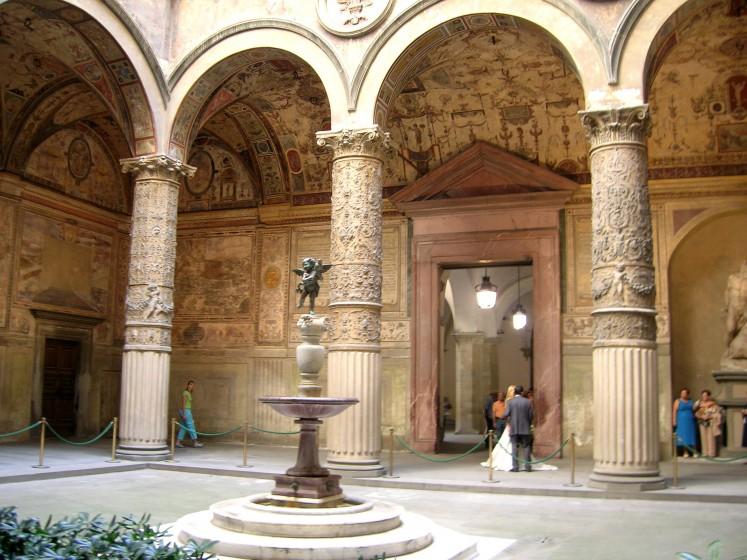 Im Palazzo della Signoria begegnen uns Panorama Malereien von österreichischen Städten wie Hall in Tirol, Graz, Wr. Neustadt, und weitere. Florenz gehörte damals zu Österreich.