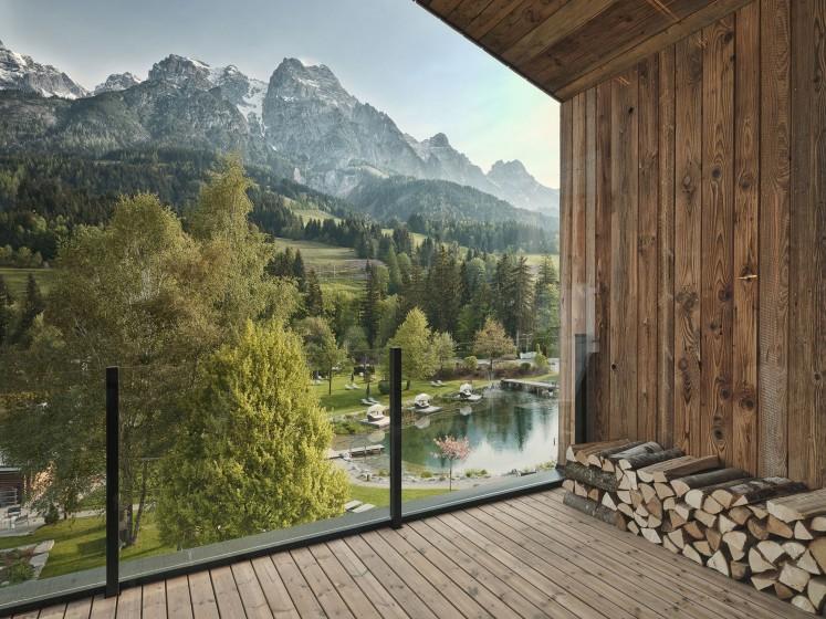 Forsthofgut waldSPA -  Holz, Naturstein und andere natürliche Materialien prägen das Konzept