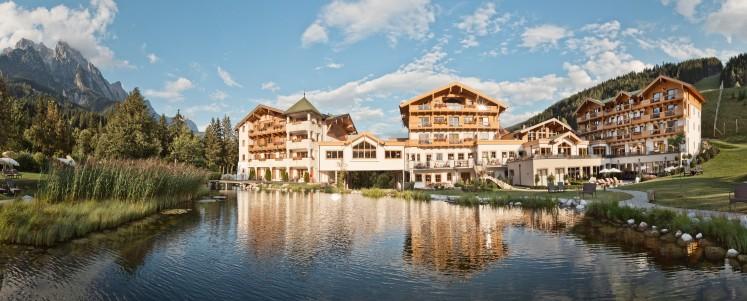 Im Naturhotel Forsthofgut am Fuße der Leoganger Steinberge werden Nachhaltigkeit und Naturverbundenheit im Alltag gelebt.