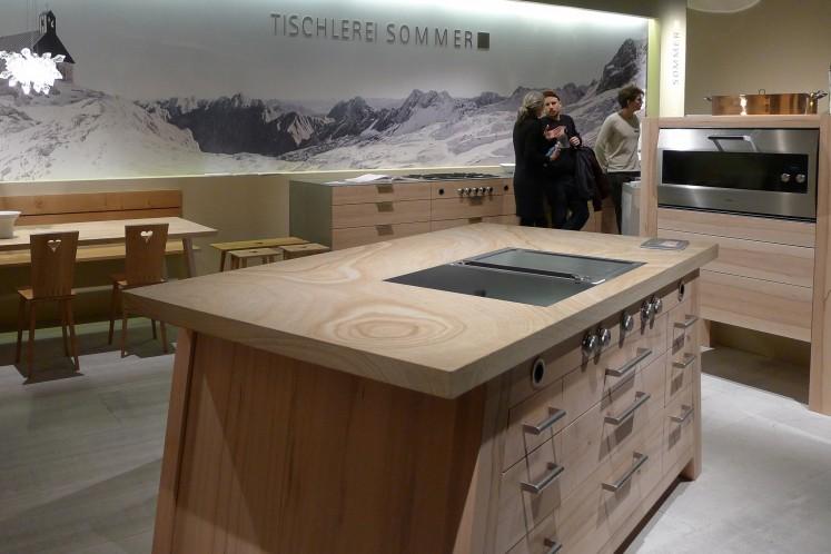 Aus der Küche nicht mehr weg zu denken - Massivholz in seiner vollen Strukturpracht.