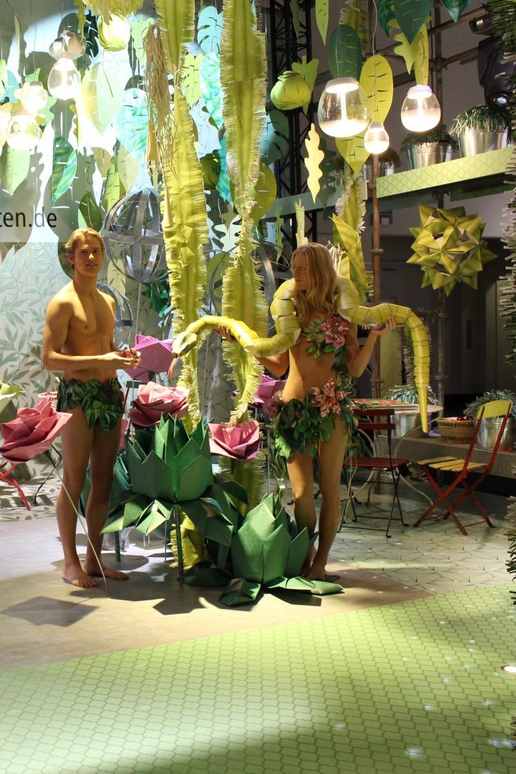 ... oder als dekorativer Dschungel aus Tapeten wie auf dem Stand von tapeten.de